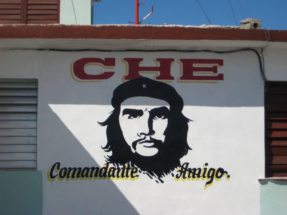 Che Guevara an einem kubanischen Haus
